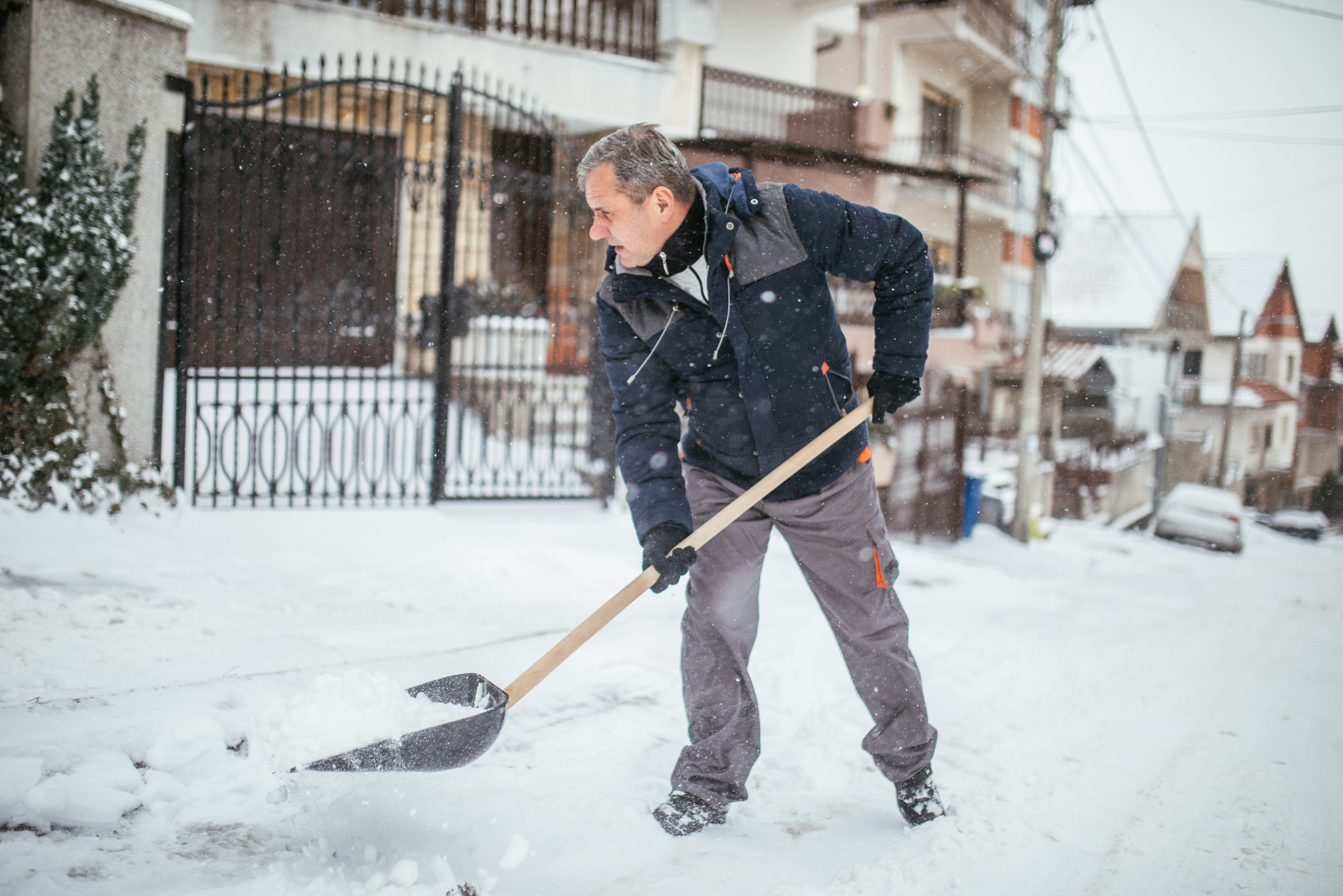 Top 6 Tips for Spine-friendly Snow Shoveling